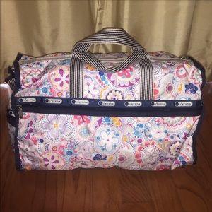 Nwot LeSportsac Weekender duffel bag floral  🌸